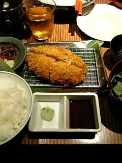 一人前が約2000円ですよ。高級トンカツ。美味い。