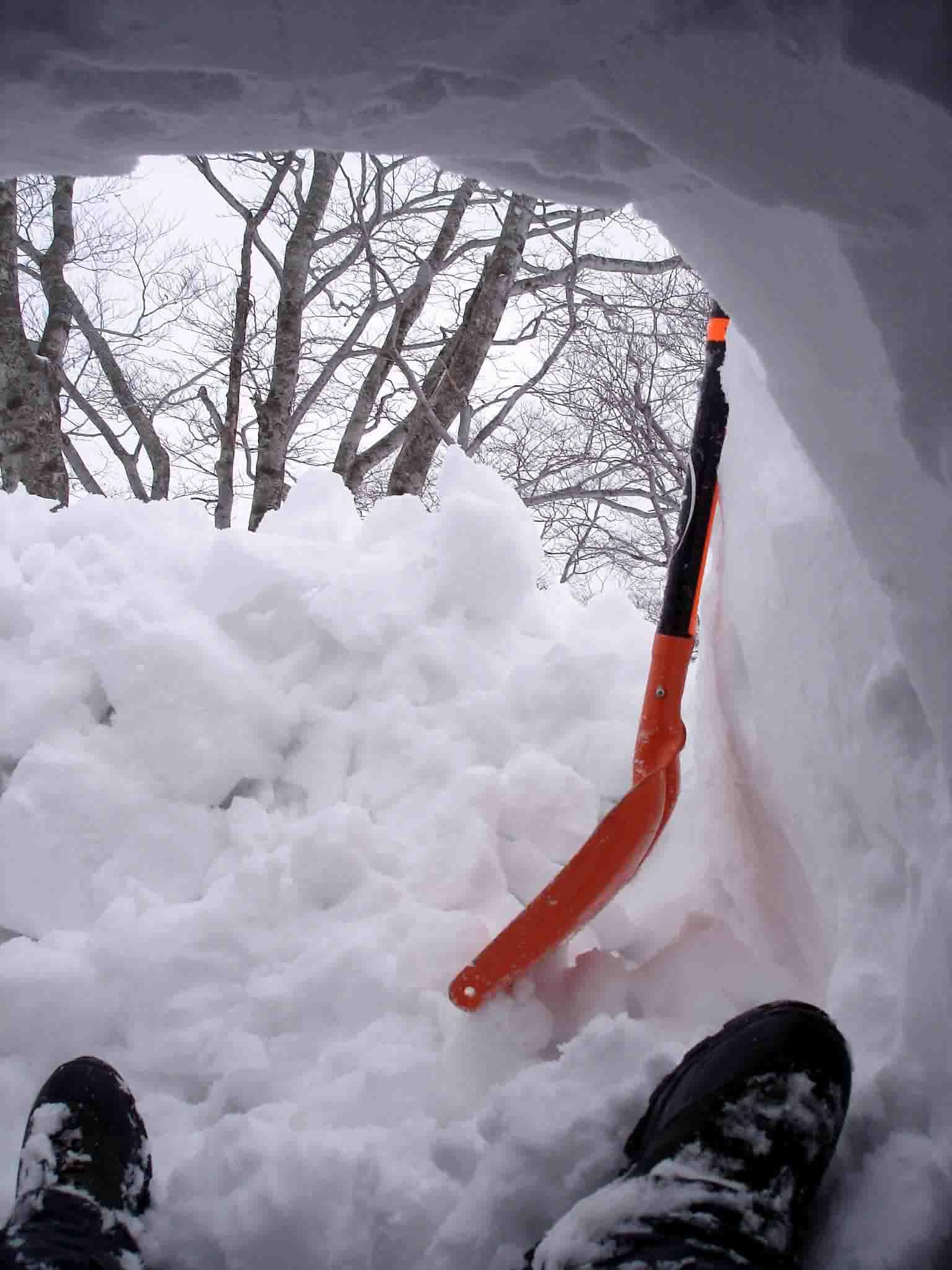 ヘルパーの入る雪洞づくり
