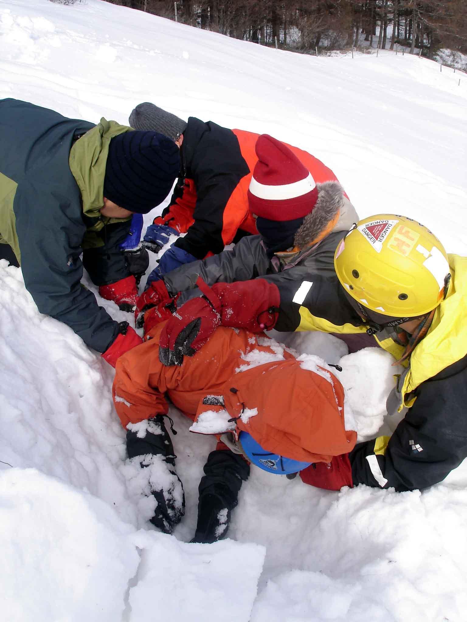 2008.1.14 ★雪中埋没体験と救出訓練