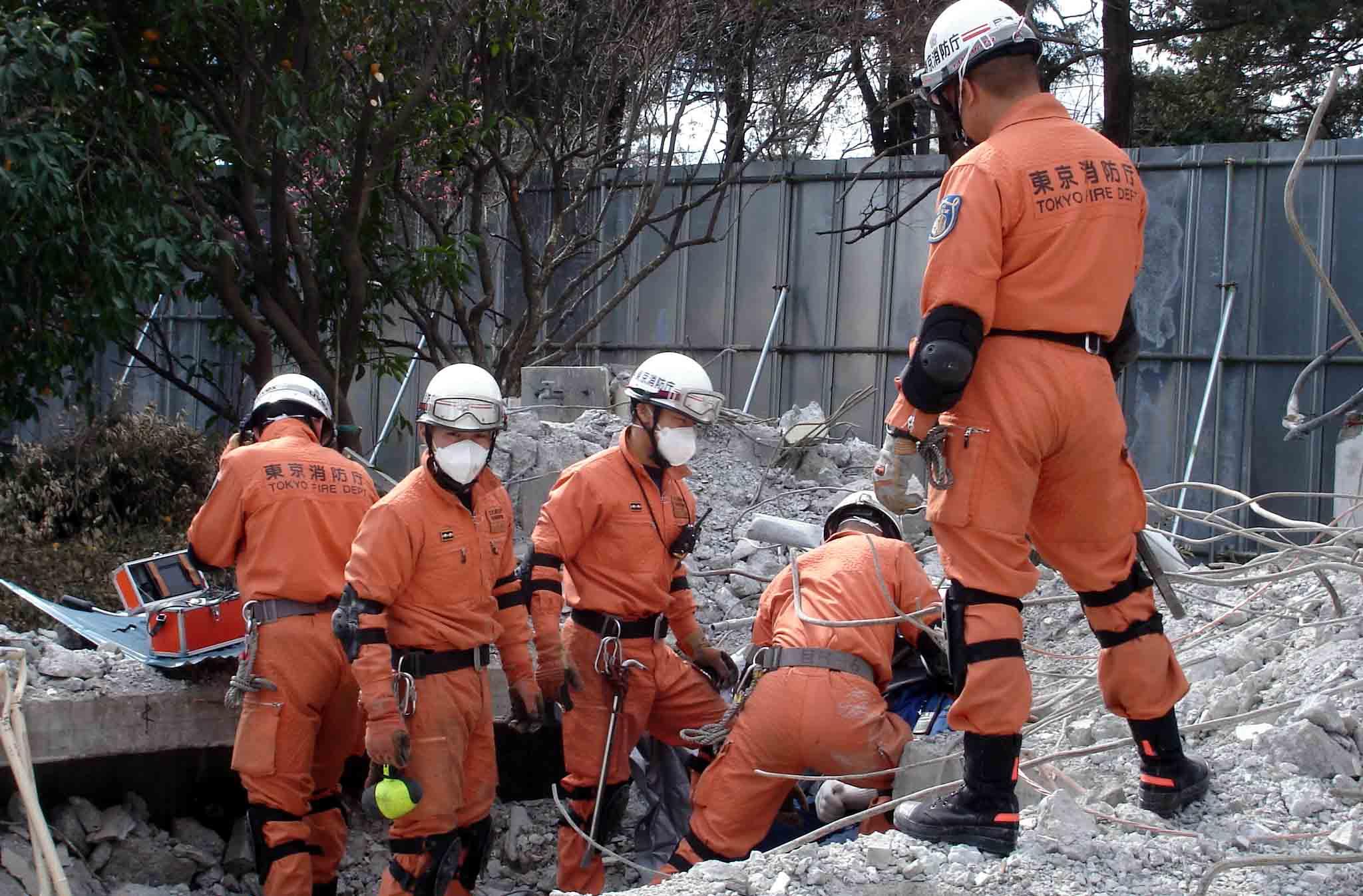 特救隊による救出作業①