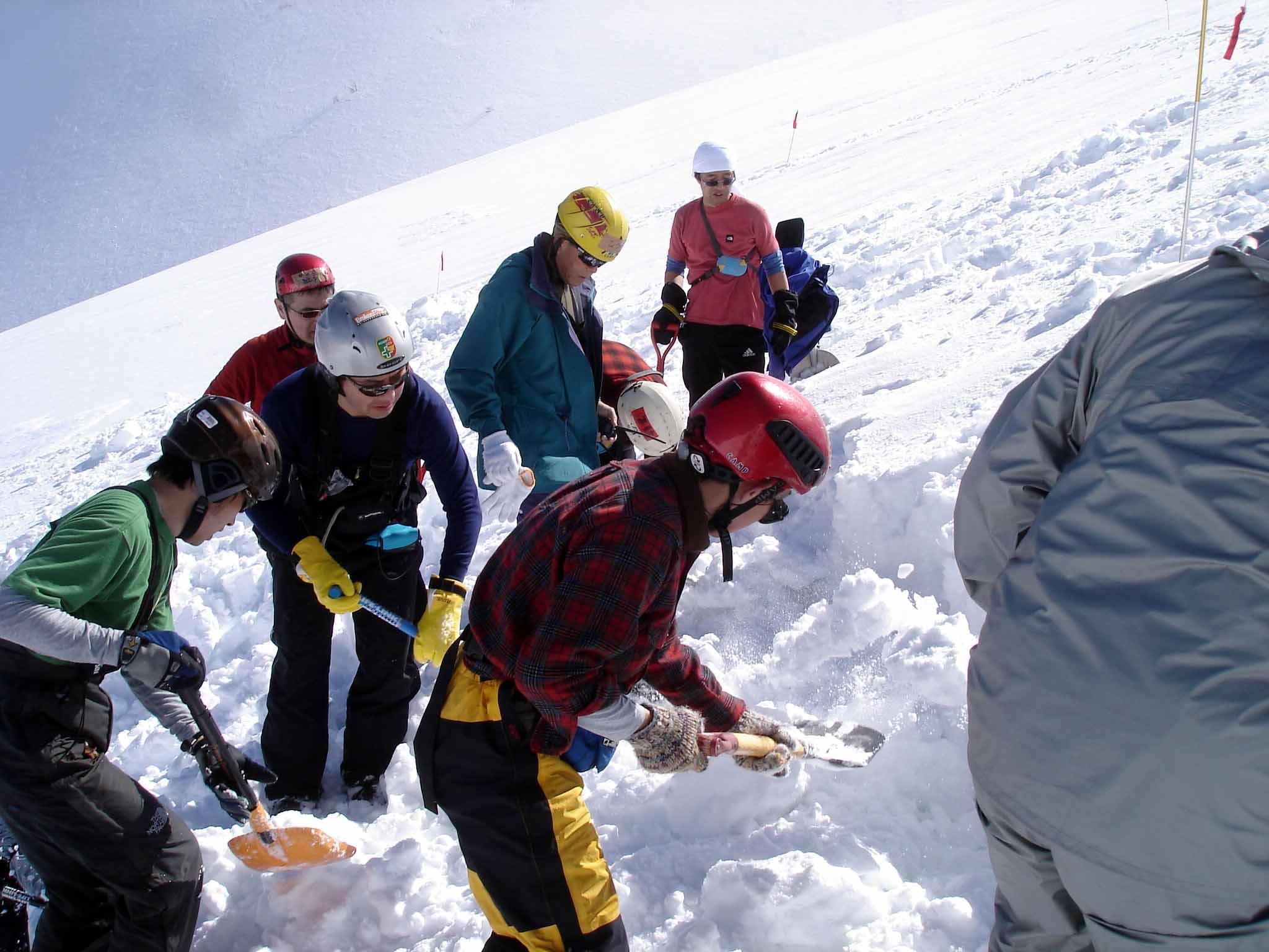 長野山岳レスキュー 埋没体験者を埋めます