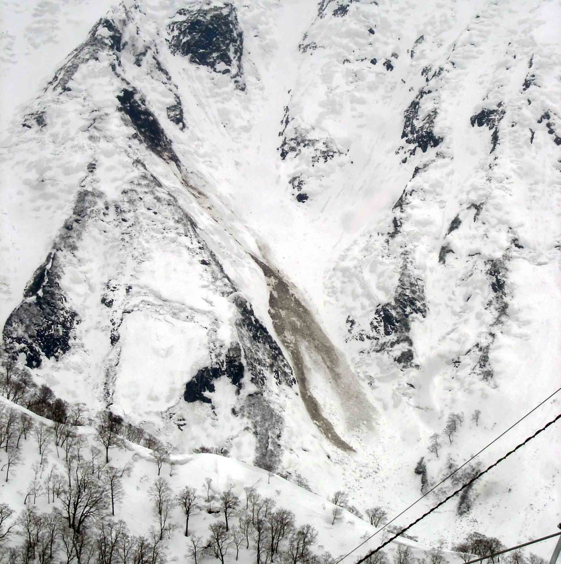Dsc00361 谷川岳斜面の全層雪崩跡