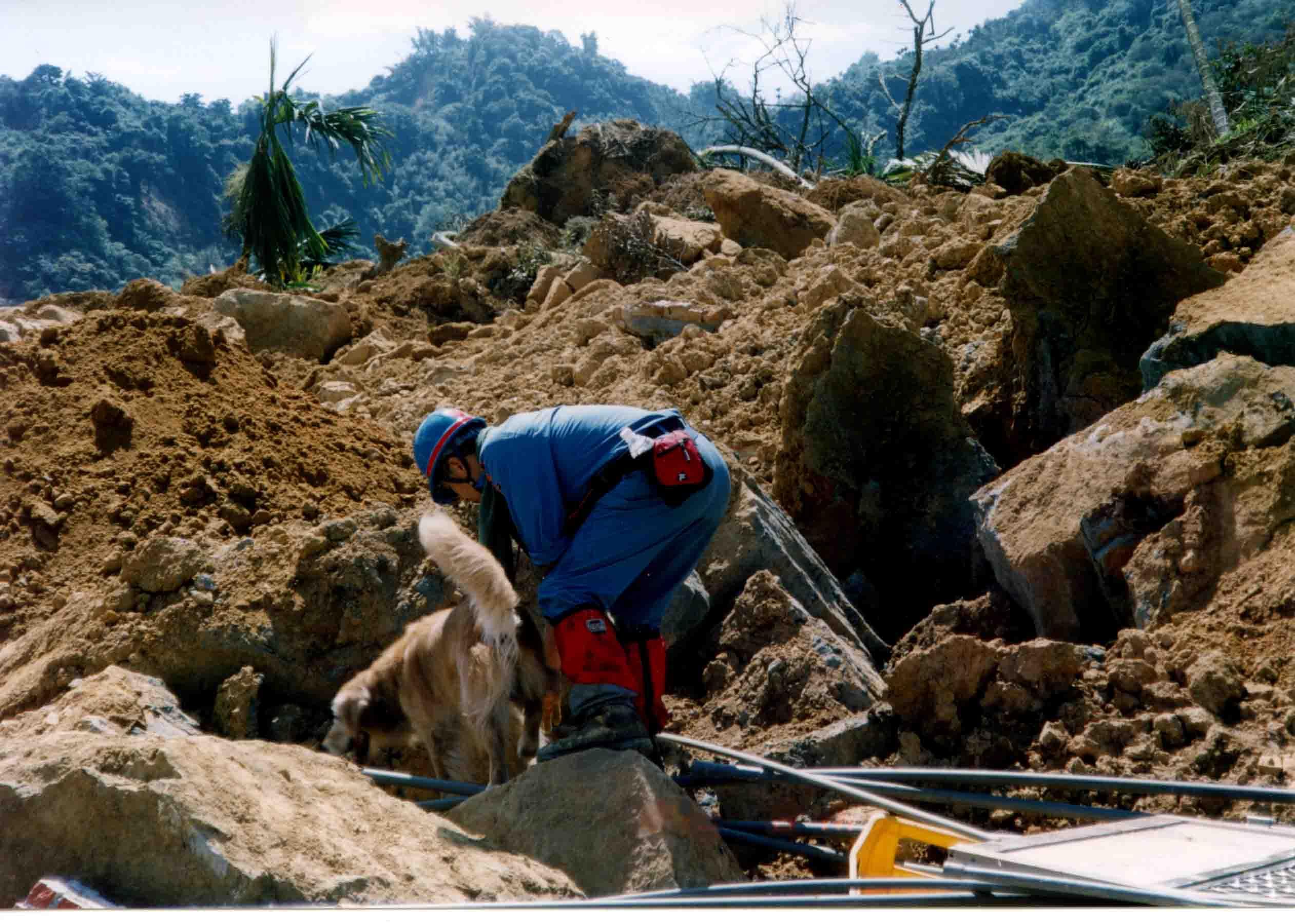 岩屑埋没地帯での捜索