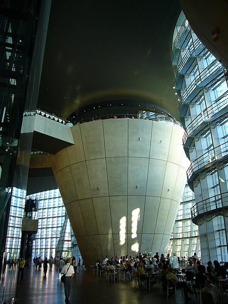 国立新美術館 inside