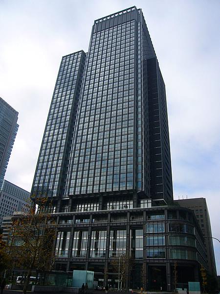 丸の内…東京駅前