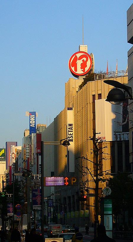 新宿東口早朝