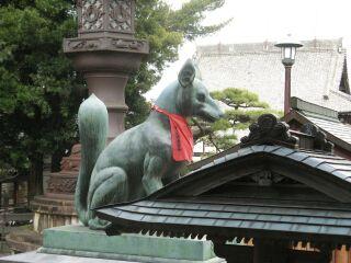 狛狐:本殿側から左