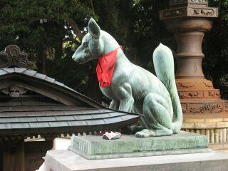 狛狐:本殿側から右