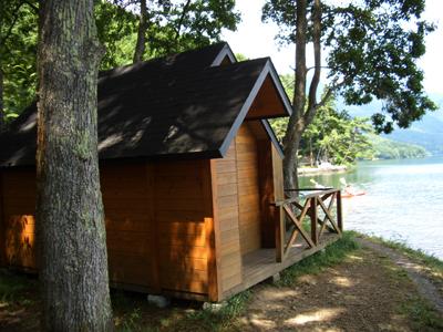 木崎湖の湖畔バンガロー