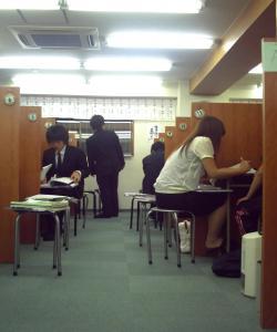 授業中はとても落ち着いて静かに勉強しています。。。