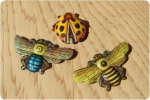 ブリキバッジハチ