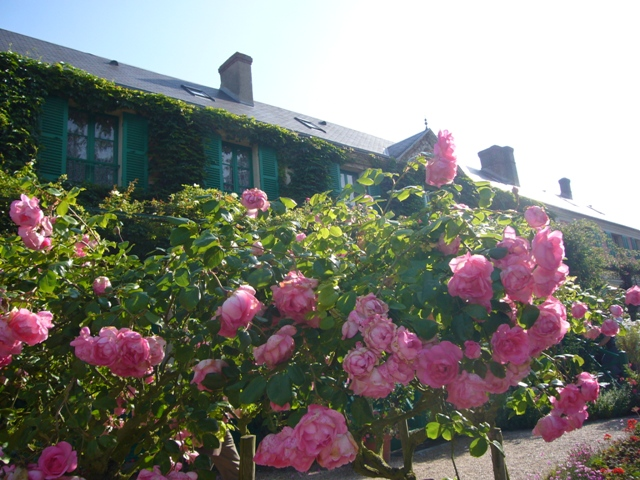 バラとモネの家