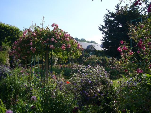 花が咲き乱れる モネの庭