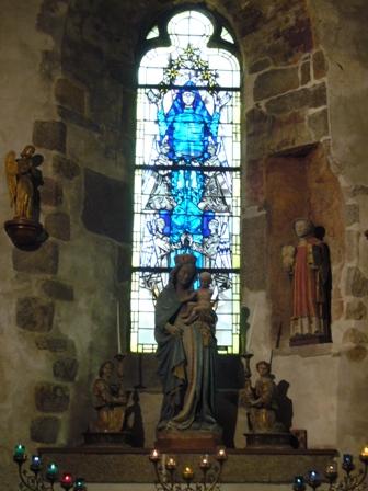 教会のマリア像