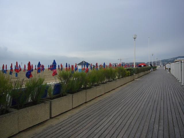 ドゥービルの海岸の歩道
