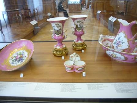 ピンクの陶磁器