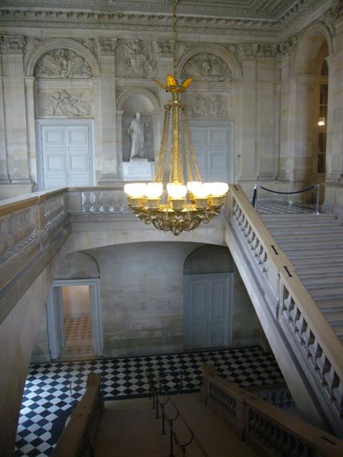 ここの階段をおりると出口