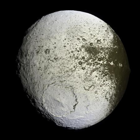 iapetus2_cassini_big.jpg