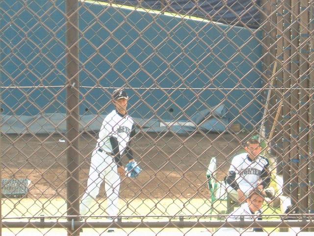投球練習するダルビッシュ投手