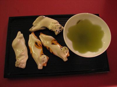 美味しいお茶と猫の箸おき