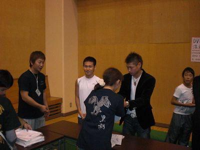 長谷川握手02blog