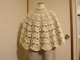 透かし編みのケープ