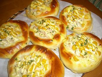 ツナサラコーンパン