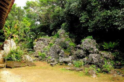 宮良殿内の庭