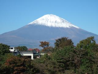 富士山に白いものが・・・