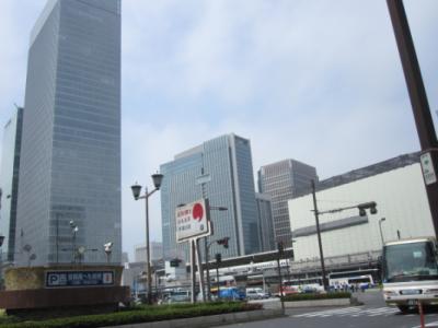 東京駅。快晴である。