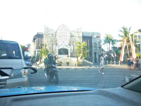 テロ被害者を悼む碑