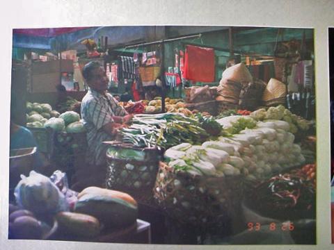 市場には野菜がいっぱい