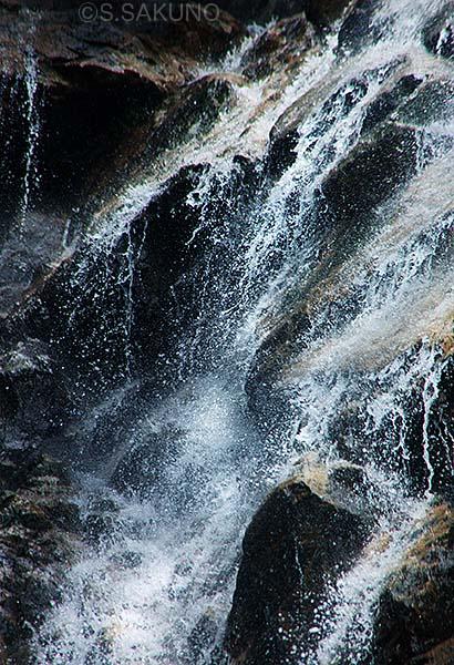024W1667瀑布