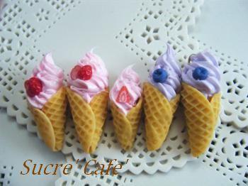 イチゴとブルーベリーソフトクリーム