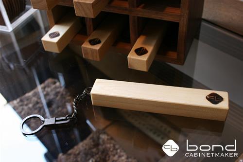 ホテルキー<p.ホテルの鍵のようにスタイリッシュに鍵を飾ってみませんか?美容室ボンドの展示</p>