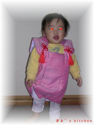 節句のお人形についていた服を着て