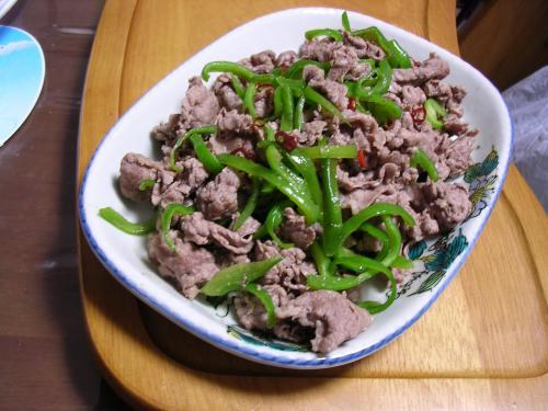 牛肉とピーマンのピリ辛炒め