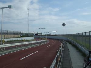 滑走路トンネル