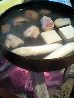 鳥栄 炭火で鍋