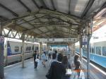 高雄で発車を待つ區間快車EMU700