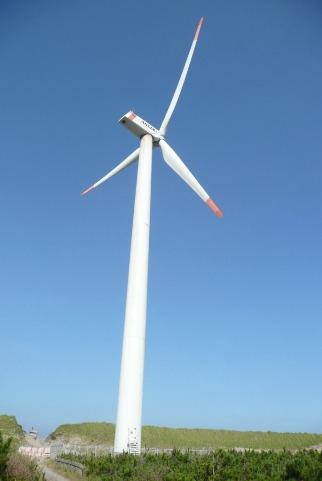 巨大な風力発電設備