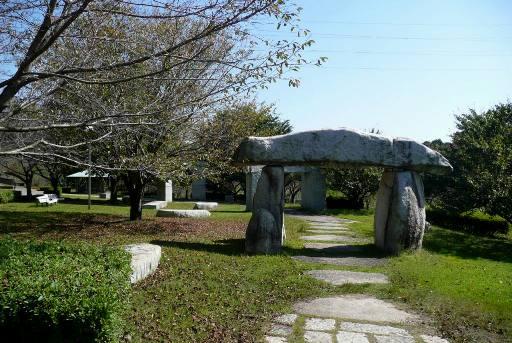 時の門なる石のオブジェ