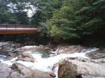 白たえの滝を横目に・・・