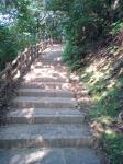 結構急で長い階段が・・・