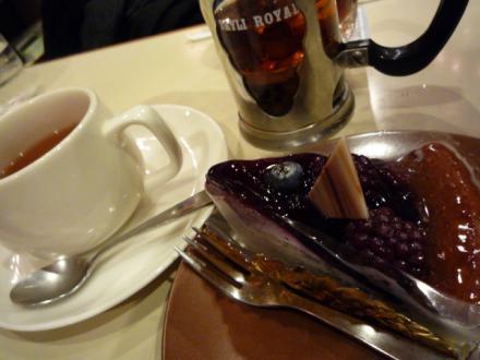 ブルーベリーケーキと紅茶のセット♪
