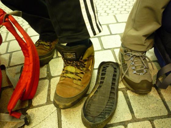 登山靴の裏底がとれました><