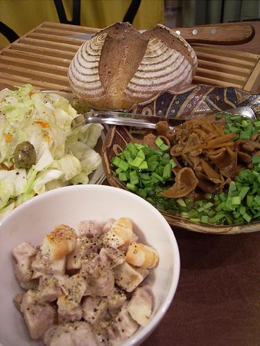 もつ煮と里芋サラダ