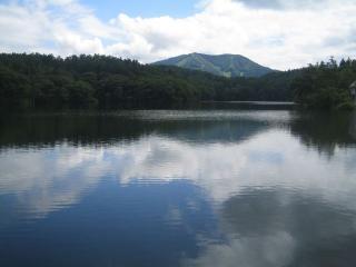 梅雨晴れの希望湖