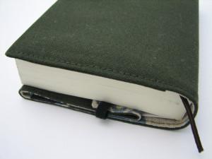 京極カバーと2.5センチの本