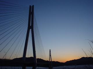 夕日の多々羅大橋